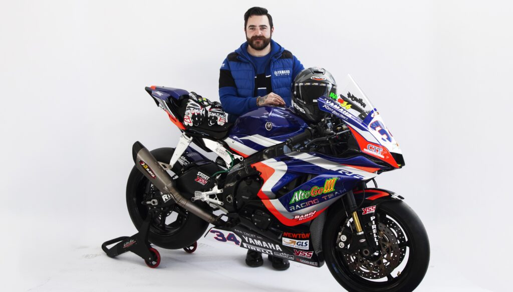 Kevin Manfredi #34 con la Yamaha YZF R6