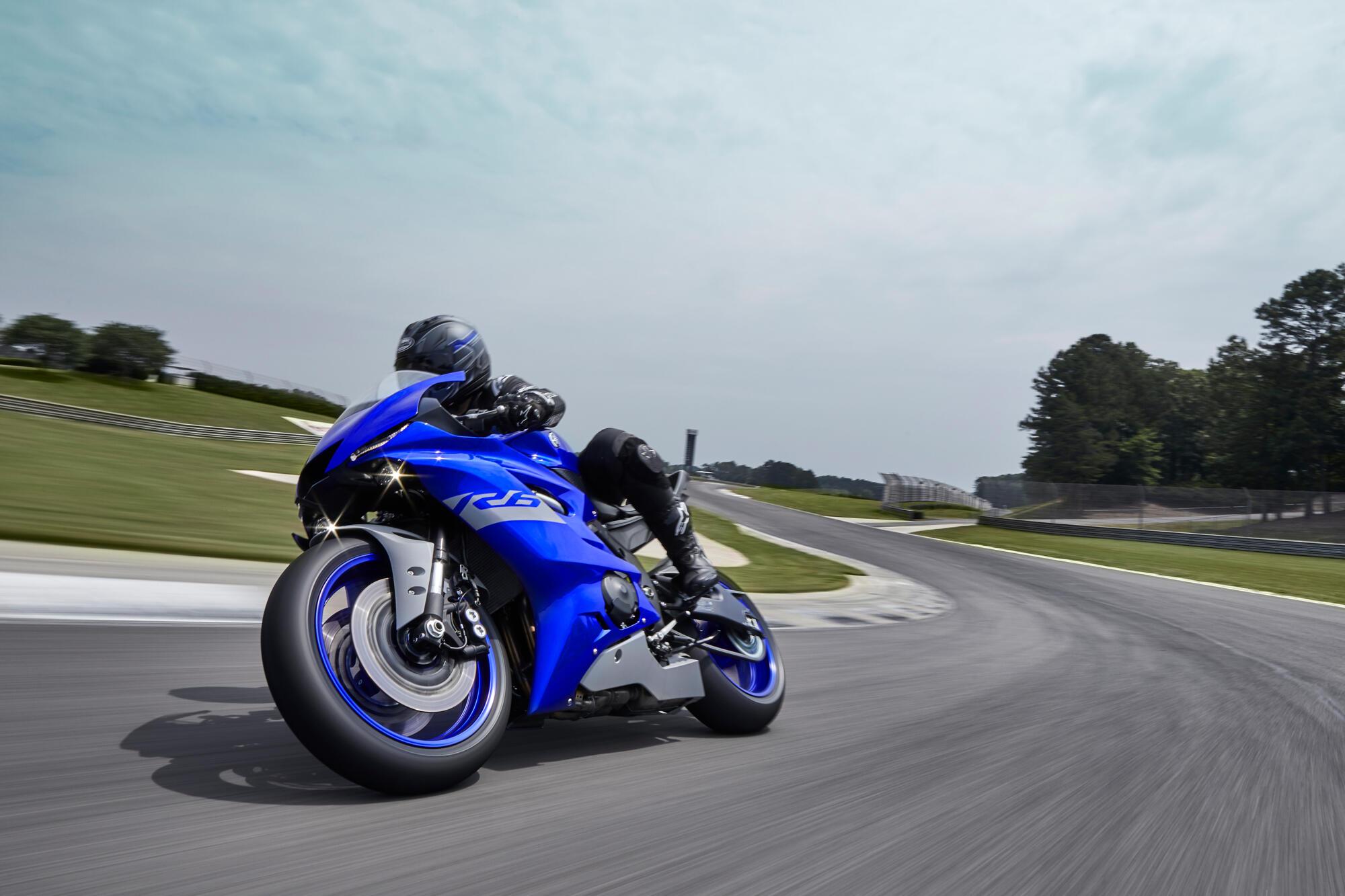 Yamaha R6 lato sx